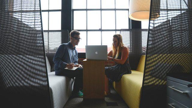 Mutuelle santé et couple dans la même entreprise : comment ça marche ?